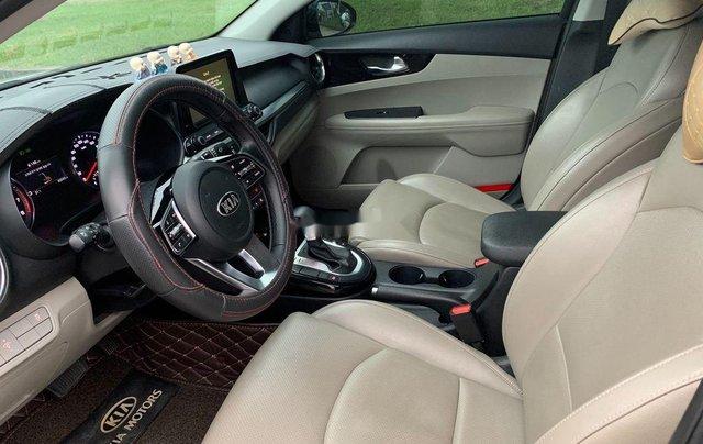 Cần bán gấp Kia Cerato đời 2019, màu đen số tự động, giá 599tr6