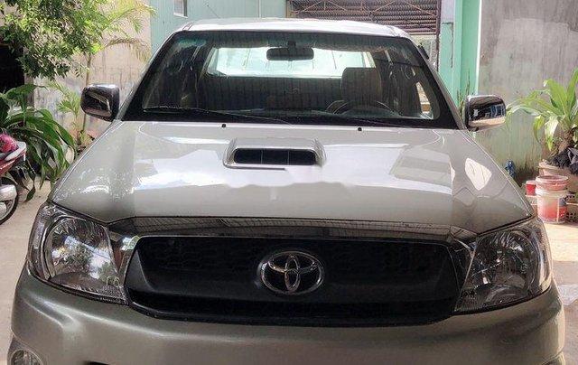 Cần bán lại xe Toyota Hilux năm 2010, nhập khẩu nguyên chiếc còn mới0