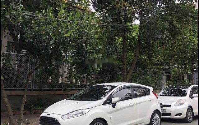 Cần bán xe Ford Fiesta đời 2014, màu trắng, nhập khẩu2