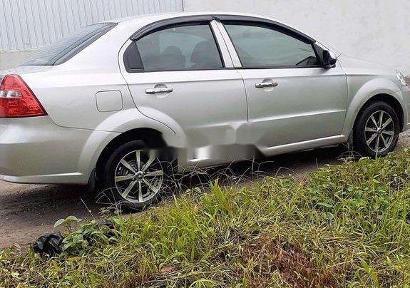 Chính chủ bán lại xe Daewoo Gentra năm 2010, màu bạc3