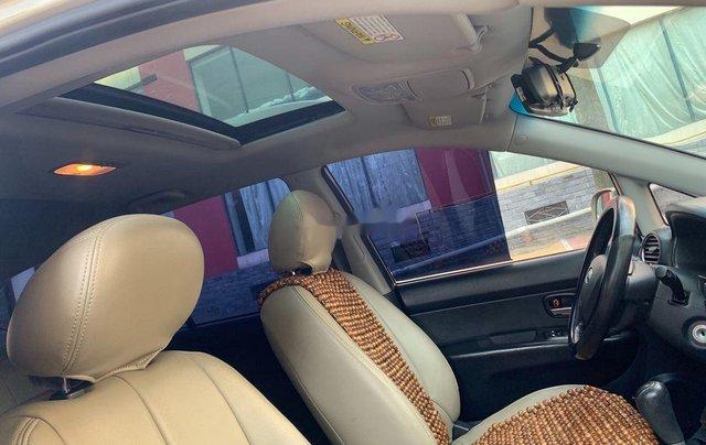 Gia đình bán Kia Carens năm sản xuất 2011, màu vàng cát9