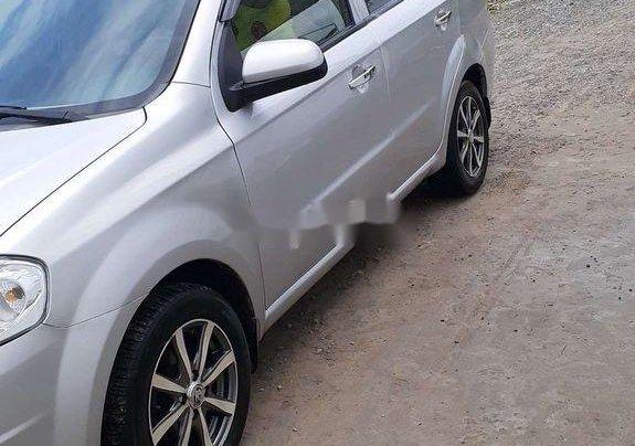 Chính chủ bán lại xe Daewoo Gentra năm 2010, màu bạc1
