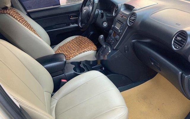 Gia đình bán Kia Carens năm sản xuất 2011, màu vàng cát10