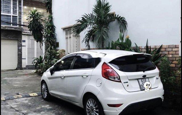 Cần bán xe Ford Fiesta đời 2014, màu trắng, nhập khẩu1
