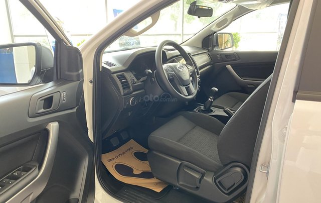 Cần bán nhanh với giá thấp chiếc Ford Ranger XLS MT sản xuất năm 2020 giao nhanh5