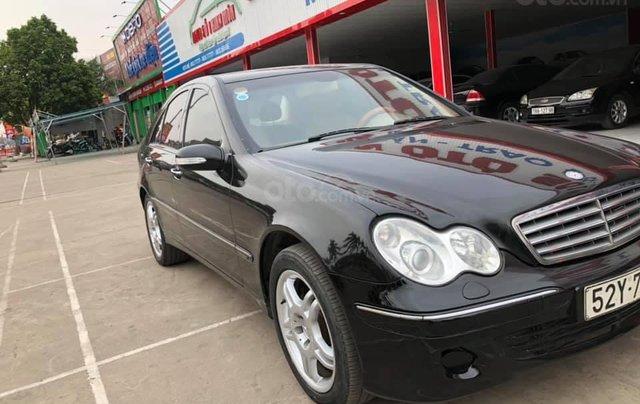 Cần bán gấp Mercedes C180 đời 2005, màu đen0