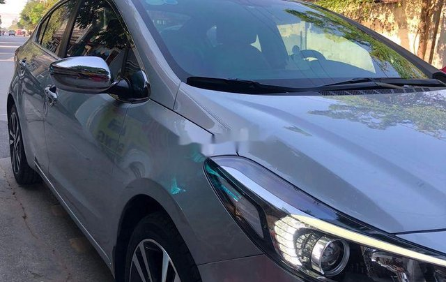Bán lại xe Kia Cerato sản xuất năm 2017, màu bạc  2