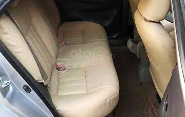 Bán xe Toyota Vios năm sản xuất 2010, màu bạc còn mới3