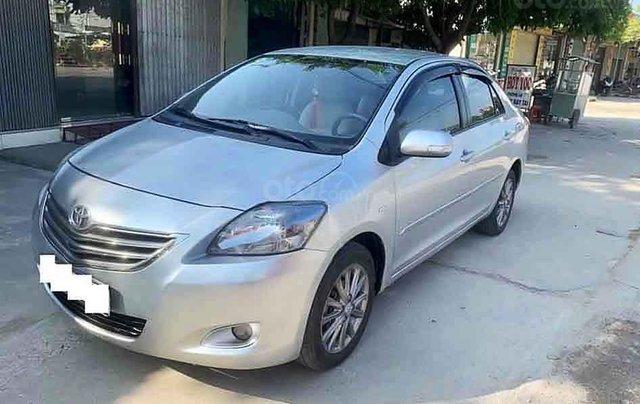 Bán Toyota Vios sản xuất năm 2013, màu bạc còn mới0