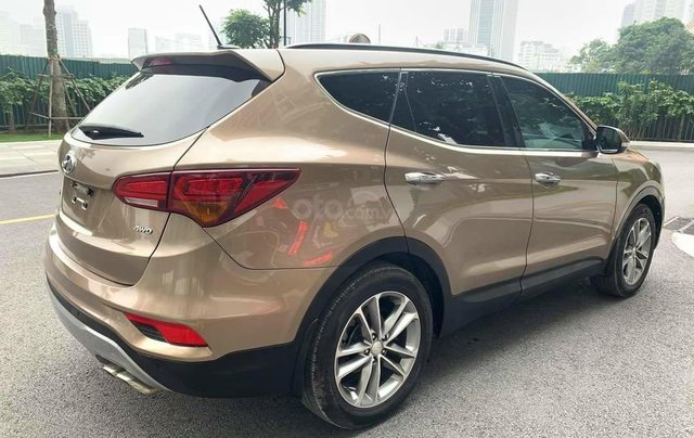 Cần bán Hyundai Santa Fe 2017 bản full xăng2