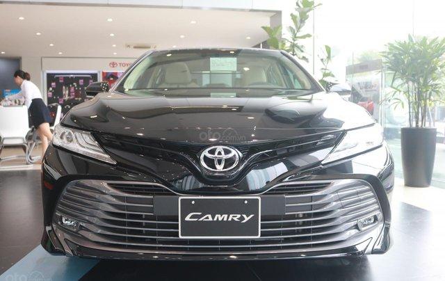 Bán xe Toyota Camry 2.5Q đời 2020, màu đen0