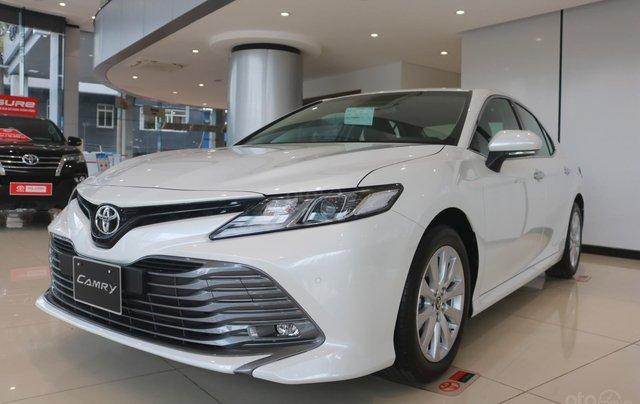 Bán xe Toyota Camry 2.0Q đời 2020, màu trắng1