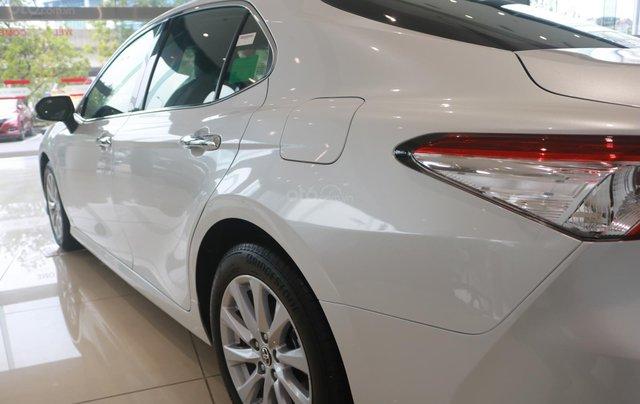 Bán xe Toyota Camry 2.0Q đời 2020, màu trắng3