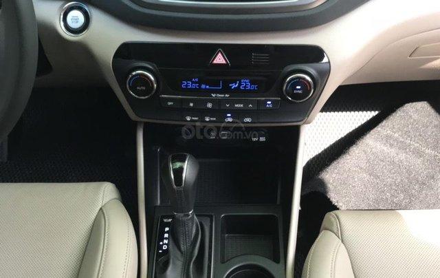 Bán xe Hyundai Tucson sản xuất 2018, màu trắng, số tự động, xe đẹp như mới6