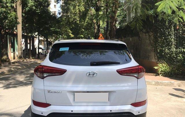 Bán xe Hyundai Tucson sản xuất 2018, màu trắng, số tự động, xe đẹp như mới2