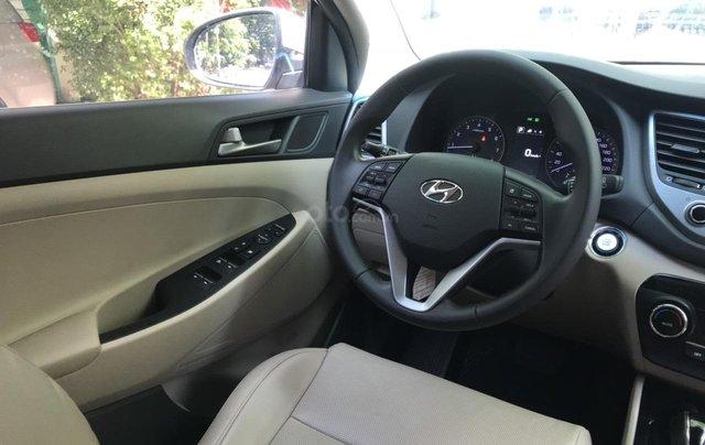 Bán xe Hyundai Tucson sản xuất 2018, màu trắng, số tự động, xe đẹp như mới4