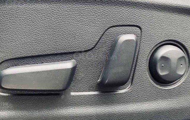 Cần bán lại xe Hyundai Kona năm 2019, màu đen như mới3