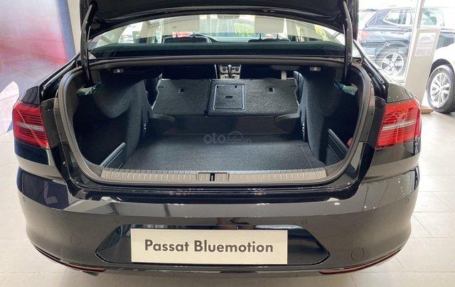 Khuyến mãi giá tốt xe Passat Blumotion High - màu đen sang trọng lịch lãm - dành cho phái mạnh4