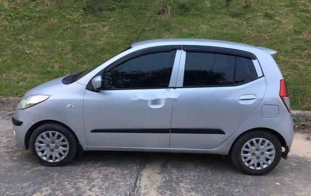 Cần bán xe Hyundai Grand i10 2010, màu bạc, xe nhập2