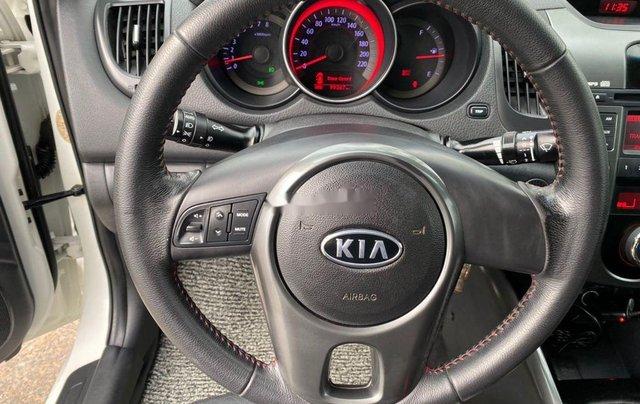 Bán Kia Forte năm sản xuất 2011, màu trắng xe gia đình5