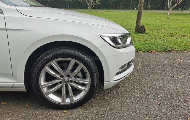 Passat Bluemotion trắng, Sedan 5 chỗ nhập khẩu 100% Đức, khuyến mãi 120% trước bạ, đăng kí lái thử tận nhà1