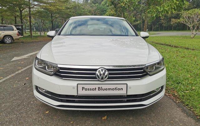 Passat Bluemotion trắng, Sedan 5 chỗ nhập khẩu 100% Đức, khuyến mãi 120% trước bạ, đăng kí lái thử tận nhà2