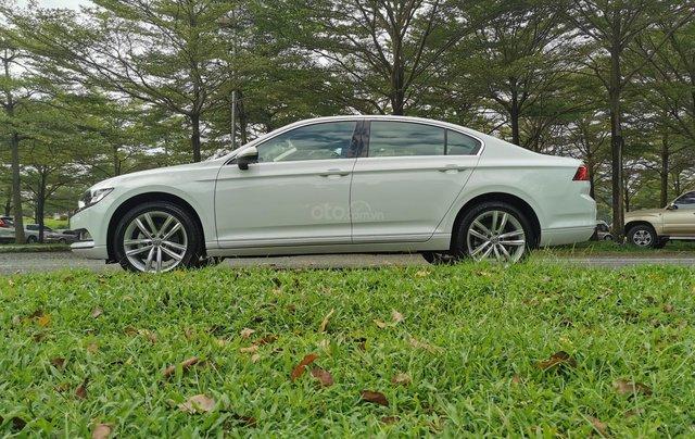 Passat Bluemotion trắng, Sedan 5 chỗ nhập khẩu 100% Đức, khuyến mãi 120% trước bạ, đăng kí lái thử tận nhà12