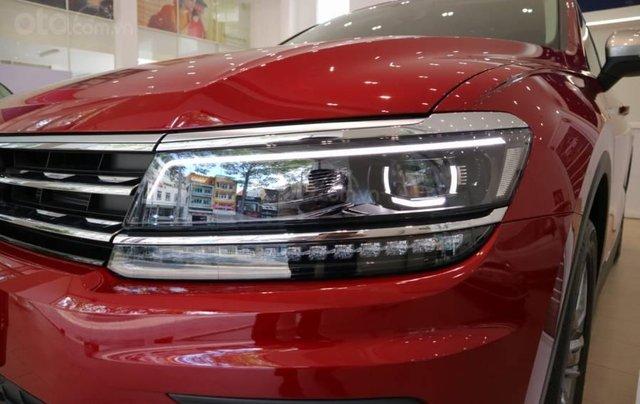 Khuyến mãi xe Tiguan Luxury màu đỏ đô khuyến mãi trước bạ 120 triệu đồng + nhiều quà tặng hấp dẫn5