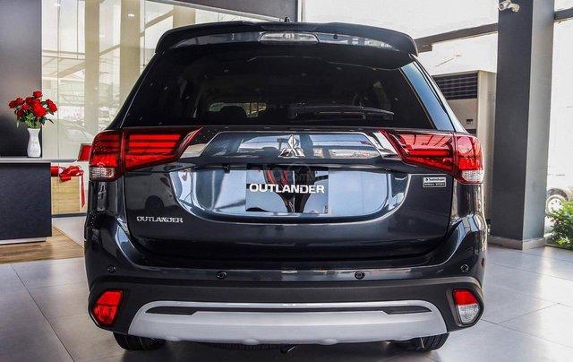 Mitsubishi Outlander - giảm 100% phí trước bạ, quà tặng hấp dẫn, xe giao ngay3
