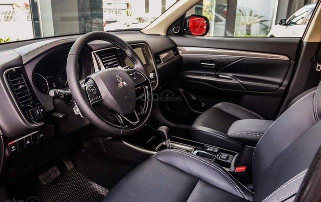 Mitsubishi Outlander - giảm 100% phí trước bạ, quà tặng hấp dẫn, xe giao ngay9