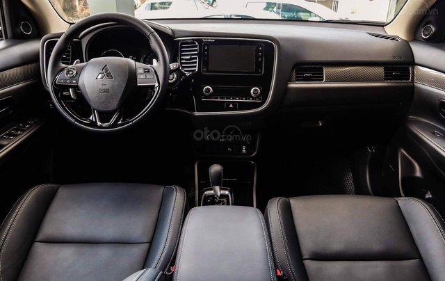 Mitsubishi Outlander - giảm 100% phí trước bạ, quà tặng hấp dẫn, xe giao ngay8