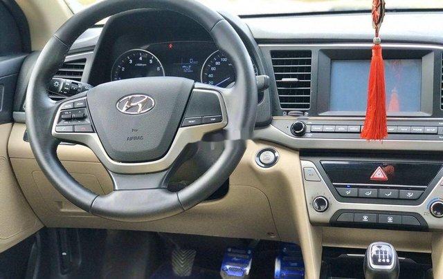 Bán xe Hyundai Elantra sản xuất năm 2018, màu trắng5