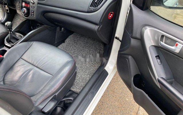 Bán Kia Forte năm sản xuất 2011, màu trắng xe gia đình7