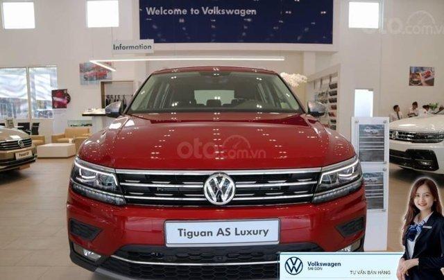 Khuyến mãi xe Tiguan Luxury màu đỏ đô khuyến mãi trước bạ 120 triệu đồng + nhiều quà tặng hấp dẫn0