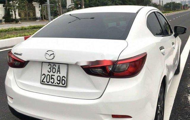 Cần bán xe Mazda 2 đời 2016, màu trắng, nhập khẩu 1
