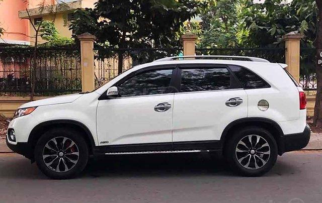 Cần bán Kia Sorento sản xuất 2013, màu trắng còn mới, giá tốt0