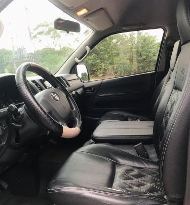Cần bán gấp Toyota Hiace năm 2015, màu bạc, xe một đời chủ sử dụng3