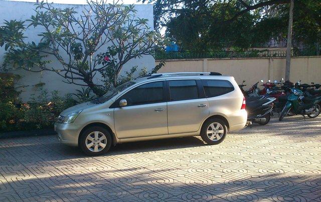 Bán Nissan Grand livina sản xuất 20112