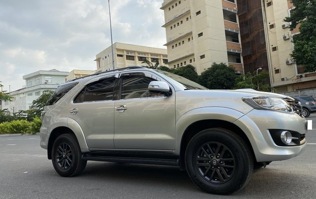 Bán Toyota Fortuner 2.5G, số sàn, máy dầu, sản xuất 2016, màu bạc, xe đẹp BSTP, trang bị đầy đủ đồ2