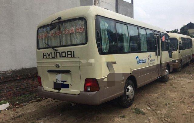 Cần bán xe Hyundai County sản xuất 2005, màu kem (be), xe nhập3