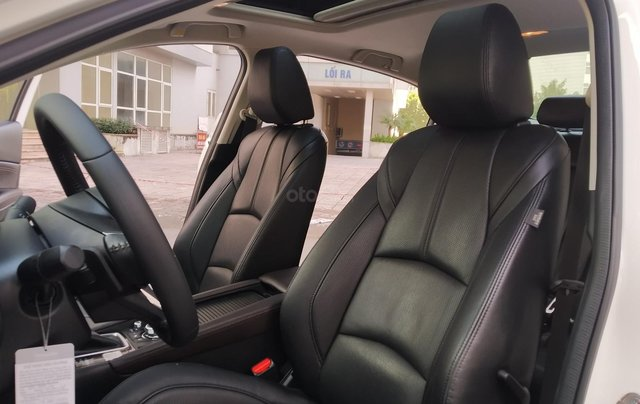 Mazda 3 2.0AT sản xuất 2018, màu trắng9