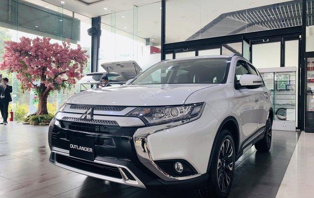 [Siêu ưu đãi tháng cuối năm] Mitsubishi Outlander 2021 giá chỉ từ 825 triệu, hỗ trợ thuế trước bạ 50%, bao giá toàn quốc0