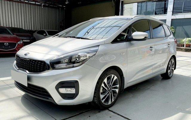 Bán xe Kia Rondo MT 2018, màu bạc1