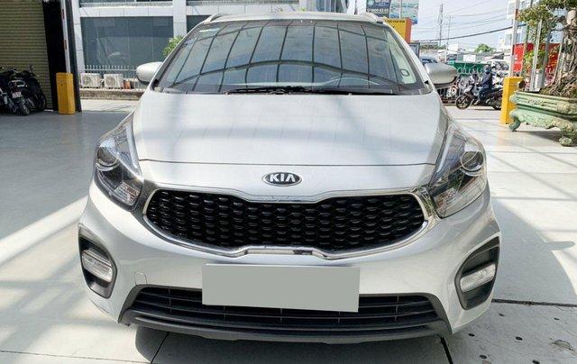 Bán xe Kia Rondo MT 2018, màu bạc0