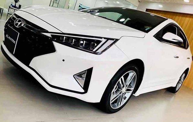 Cần bán xe Hyundai Elantra năm sản xuất 2020, màu trắng, giá tốt2