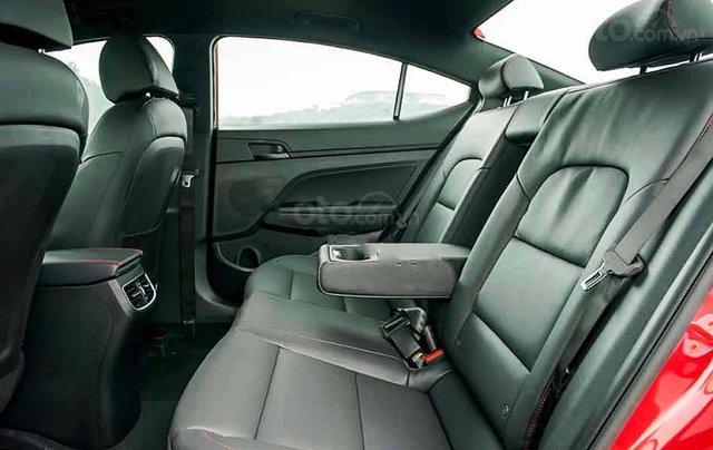Cần bán xe Hyundai Elantra năm sản xuất 2020, màu trắng, giá tốt3