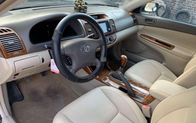 Cần bán lại xe Toyota Camry năm 2003, số sàn, giá 248tr8
