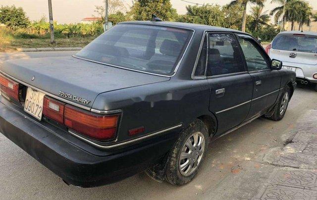 Cần bán xe Toyota Camry đời 1990, màu xám, nhập khẩu còn mới, giá chỉ 39 triệu0