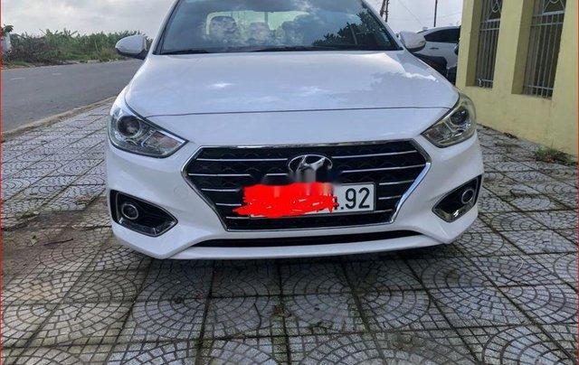 Bán Hyundai Accent đời 2018, màu trắng chính chủ0