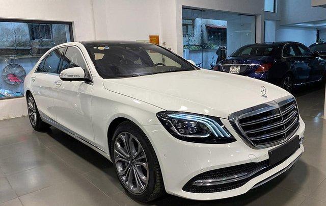 Bán xe Mercedes S450 Luxury sản xuất 2020, màu trắng, đi 2000km, mới 99%, giá cực rẻ0